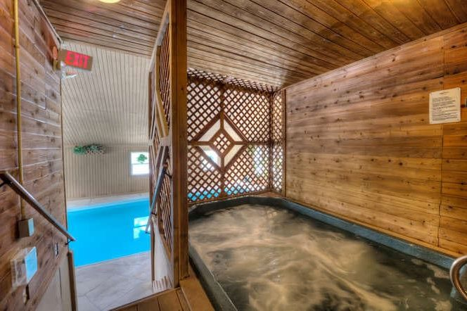 Treehouse Condo - Hot Tub in Owners Clubhouse