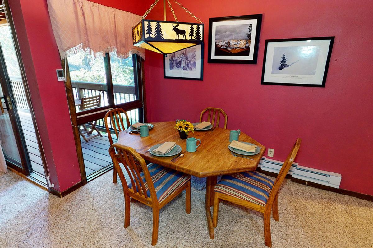 Dining Room - Wild Irishman 1078